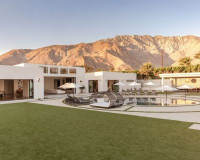 New Luxury Designer Oasis/Private spa and Vintage trailer - Racquet Club West