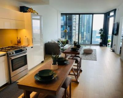 Downtown Luxury Apartment with Skyline View, Los Angeles, CA