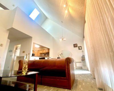 Sovereign German Architect 2 floor Duplex House - 3 BR +2 Hall way. - Metrotown