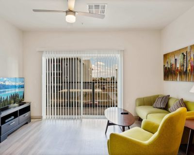 Stay Gia | Chic Modern 2 Br Apartment | Pool & Gym | Paradise 83 - Peoria