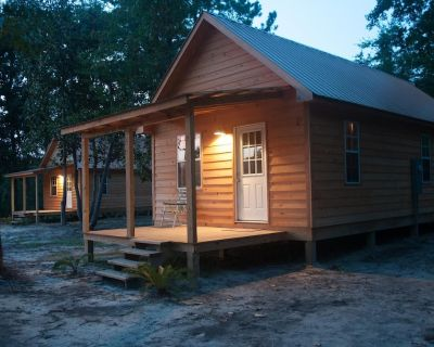 Waterfront cabin on Red Creek - steps from the water! - Perkinston