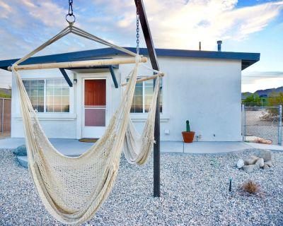 M&L Desert Cottage - 3 miles from the North entrance of Joshua Tree! - Twentynine Palms