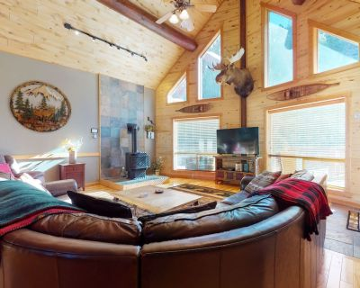 Gorgeous riverfront home with private hot tub/deck/free WiFi/full kitchen! - South Fork