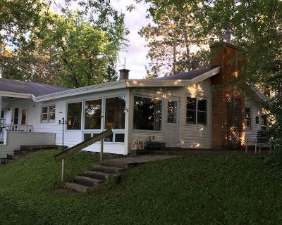 A charming home on a beautiful peninsula on a crystal clear lake. - Eveleth
