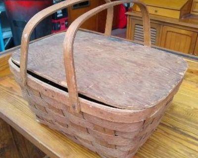 Cute Vintage Picnic Basket!