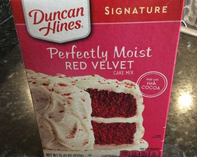 Duncan Hines Signature perfectly moist red velvet cake mix