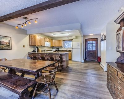 Rustic Condo in Downtown WP w/access to Rec Center w/pool, hot tub and games - Winter Park