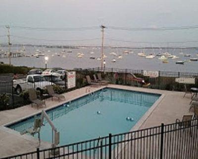 Overlook Beautiful Narragansett Bay - Historic Victorian Inn - Resort Suite - Jamestown