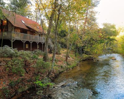 Luxury Riverfront Mountain Cabin w/Brand New Game Room - Asheville