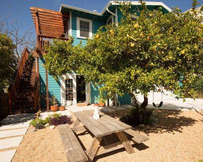 BACKHOUSE BIRDIE: Silverlake Treetop Home - Sunset Junction