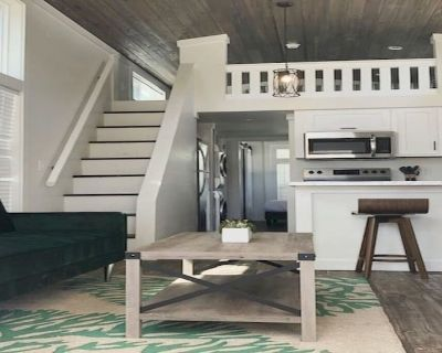 Lakeside Tiny Home Near Orlando- The Cypress House - Clermont