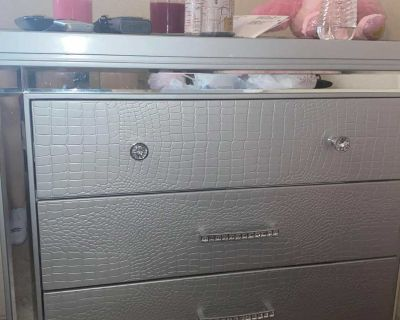 2pc dresser and nightstand