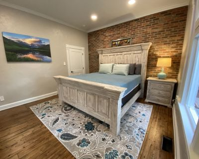 Pastor's Cottage in Old Colorado City, luxury getaway with Pikes Peak view! - Old Colorado City