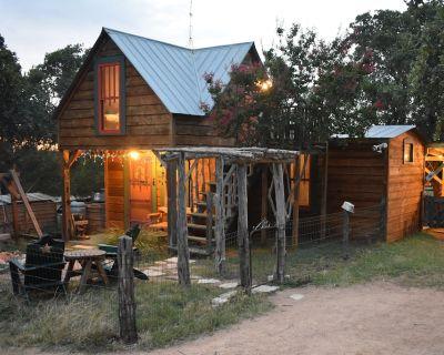 Das Jager Haus Romantic Secluded Cabin Llamas Luxury Tub 10 Acres - Fredericksburg