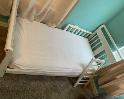 Toddler bed with Mattress/Sheets/Covers/Pritectors