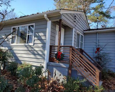 Cozy Cottage Sleeps 8 - 1 Mile from Brave's Suntrust Park! - Smyrna