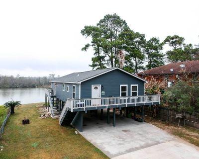 NEW! San Jacinto River Home w/ Private Boat Slip! - Houston