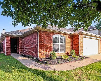 229 Centennial Pl, Crowley, TX 76036