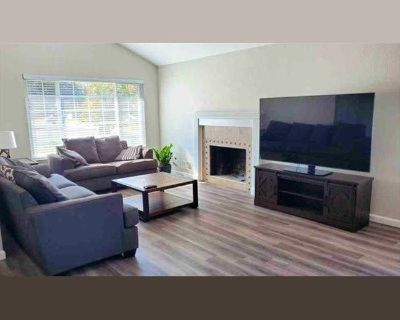 Room for rent in Oak Trail Court, Rosemont Junction - New remodeled house with garage parking, storage, and gym.