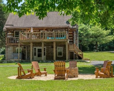 Waterfront Log Home Hot Tub Huge yard Volleyball Fire Pit Paddle Boat High speed Internet - Maurertown
