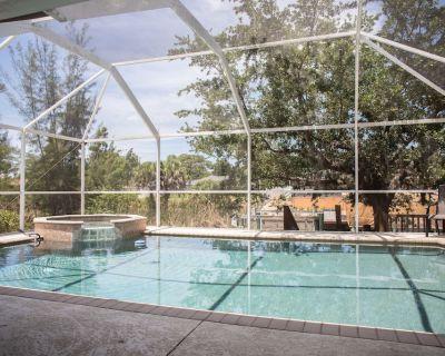Seaside Villa with Heated Pool & Jacuzzi Sleeps 8 - Trafalgar