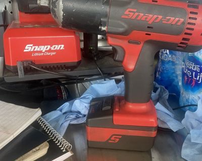 FS/FT Snapon battery powered 1/2 impact