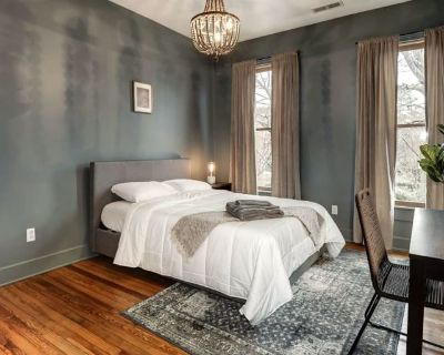 Private room with shared bathroom - Washington , DC 20003