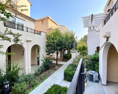 New Townhome Bed with bath,Private Entrance,furnis