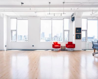 Stunning Studio Loft w/ Skyline Views, Toronto