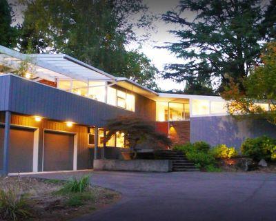 Private Mid Century Modern Retreat | Glass House - Cedar Mill