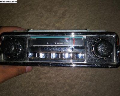 6 volt Sapphire III radio super clean