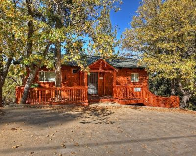 Luxury Log Cabin with 4 bedrooms, 2 kitchens, game room and panoramic mountain and lake views. - Upper Moonridge