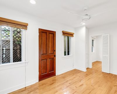 Freestanding Guest House in Beautiful Culver City with Washer/Dryer, Parking & All Utilities Included!