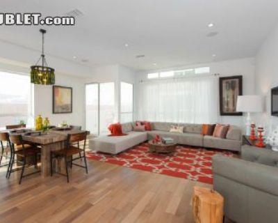 $7470 3 townhouse in Metro Los Angeles