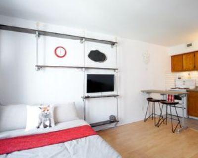 3455 Rue Durocher #505, Montr al, QC H2X 2C9 Studio Apartment
