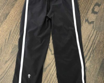 Girls sz 7 Iviva pants. Euc! Only worn maybe once bc she hates crops
