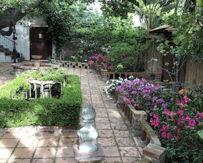 Beautiful Beverly Canyon1 bedroom Retreat with private garden &spacious patio. - Los Angeles