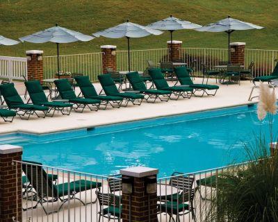 Lovely Condo w/ Free WiFi, Seasonal Resort Pool & Close to Historic District - York