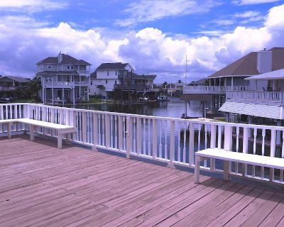 Multi-family water front canal home sleeps 14 with Bikes, Kayaks, Gas Grill - Jamaica Beach