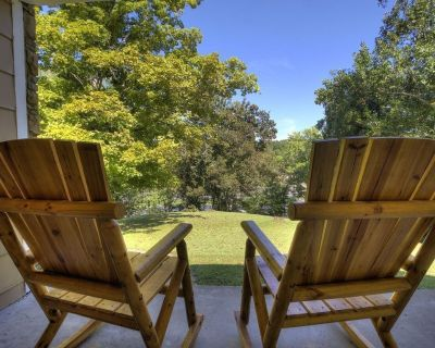 Smoky Mountain Acres. Hot tub, Swings, Rockers Fire Pit & BBQ 5 acres - Sevierville