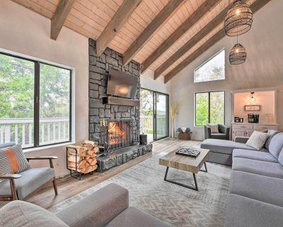 3-Level Luxe Home w/ Spa, AC, Game Room & Theater! - Cedar Glen