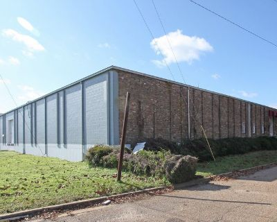 30,000 SF Industrial Warehouse For Lease