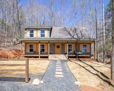 Stylish Cabin within a mile of Town Square - Dahlonega