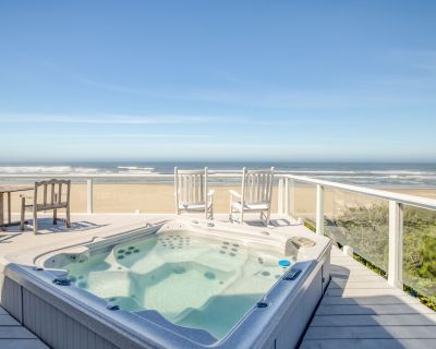 Panoramic Views from this Luxurious Oceanfront Home with Hot Tub and Wet Bar! - Waldport
