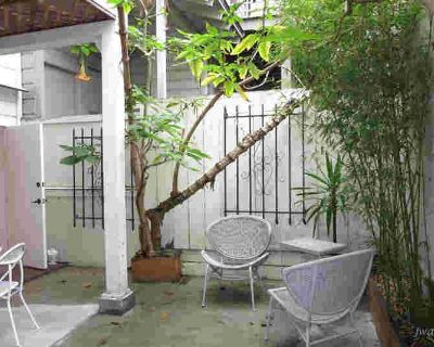Very cool space! 946sf! Private patio! 1 MONTH FREE!