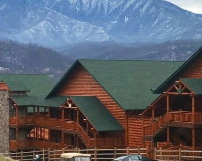 Smoky Mountain 1 Bedroom Villa-2 Outdoor Heated Pools - Gatlinburg