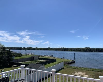 Beach House with 2 decks access to private beach charter fishing next door - Center Moriches