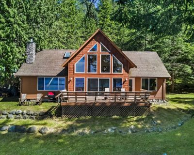 NEWLY LISTED!! WATERFRONT! DEEP WATER DOCK! (Rendezvous Retreat) - Roche Harbor