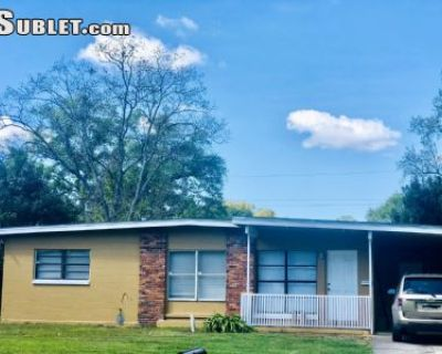 $700 3 single-family home in Orange (Orlando)