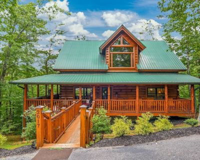Cancellation July 1-10 Book NOW!!~ 2 KING SUITES!! Smoky Cove Resort - Pigeon Forge